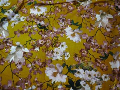 Штапель, принт, цветы на желтом фоне