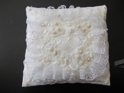 Подушка с вышивкой ручной работы